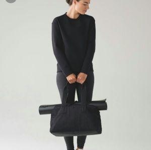 Lululemon black embrace the space sweater